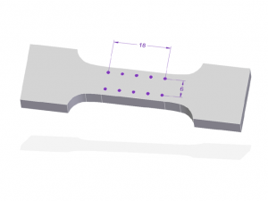 The figure shows a 3D CAD model of a specimen with short shoulders and short tabs. There are 10 strain marks on its parallel length. They are arranged in two times 5 points, spread over the parallel length on both sides.
